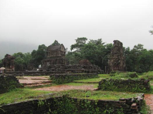 Один из храмов комплекса Мишон