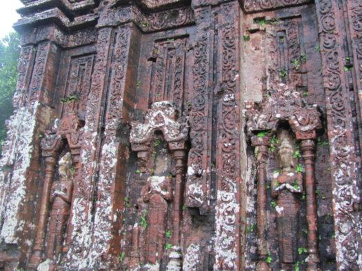 Барельефы храмов Мишон