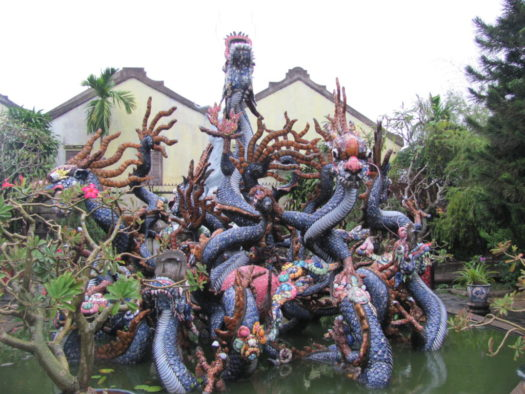 Дракон в храме Quang Cong Хойана