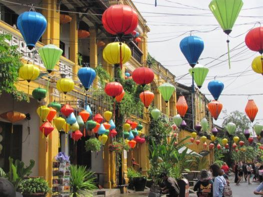 Фонарики на улицах Хойана