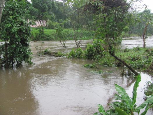 Наводнение у комплекса Мишон