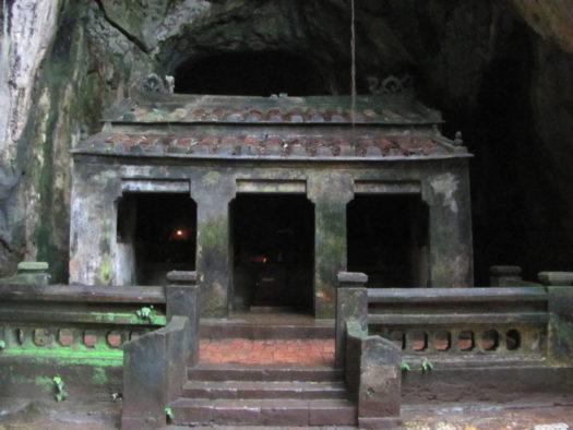 Один из храмов Мраморных гор