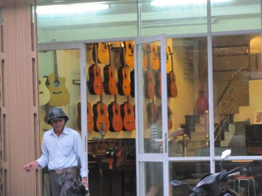 Магазин музыкальных инструментов, Хойан, Вьетнам