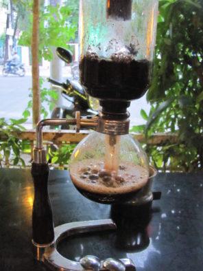 Приготовление кофе в сифоне