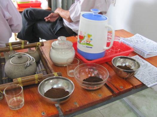 Подготовка к дегустации кофе (кофейня Ан Дао)
