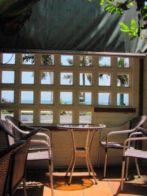 Столик в кофейне Thuan Viet