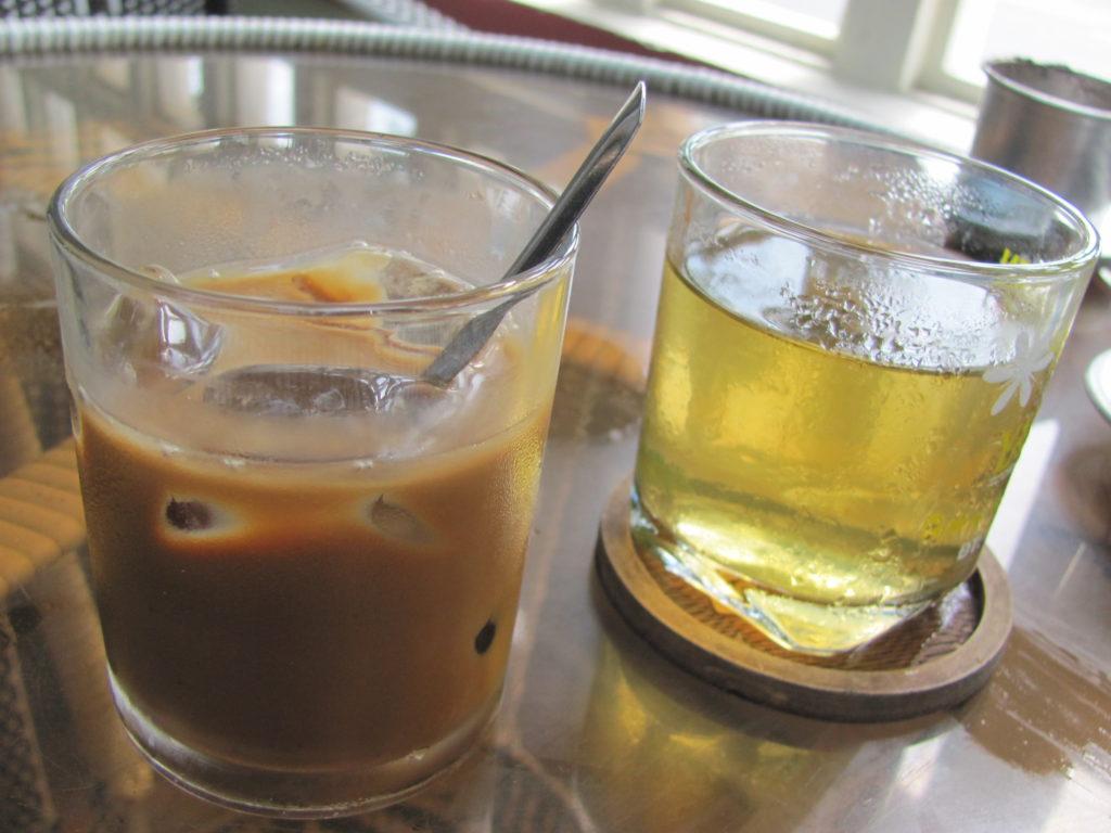 Кофе в фине, зеленый чай во вьетнамской кофейне, Нячанг