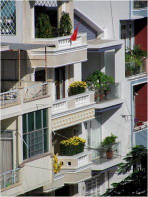 Хризантемы на балконах Нячанга