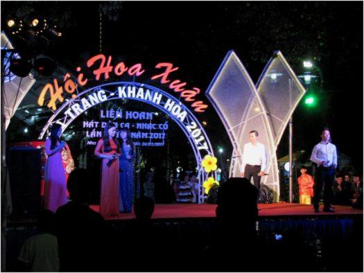 Концерты в парке в Тет в Нячанге