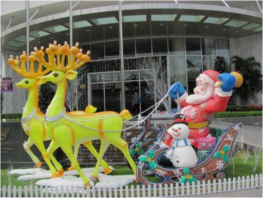 Новогодняя инсталляция около TTC Michelia, Нячанг