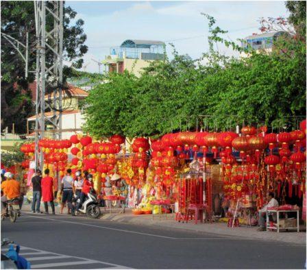 Улица красных фонариков - украшений для Тета