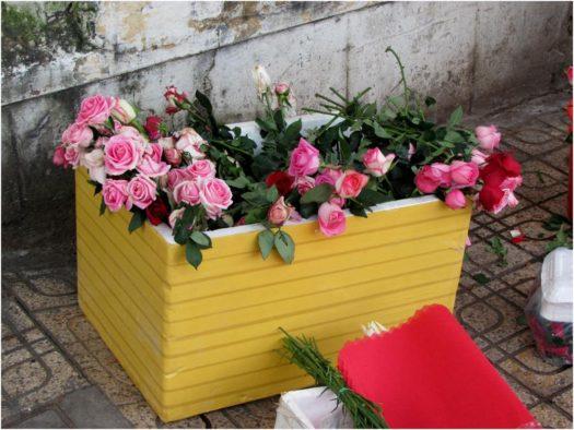 Розы 14 февраля на улицах Нячанга