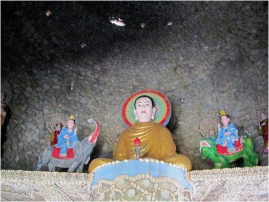Святилище внутри башни Bảo Tích, пагода Từ Vân, Камрань
