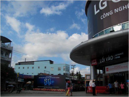 Час Земли около Lotte Mart, Нячанг