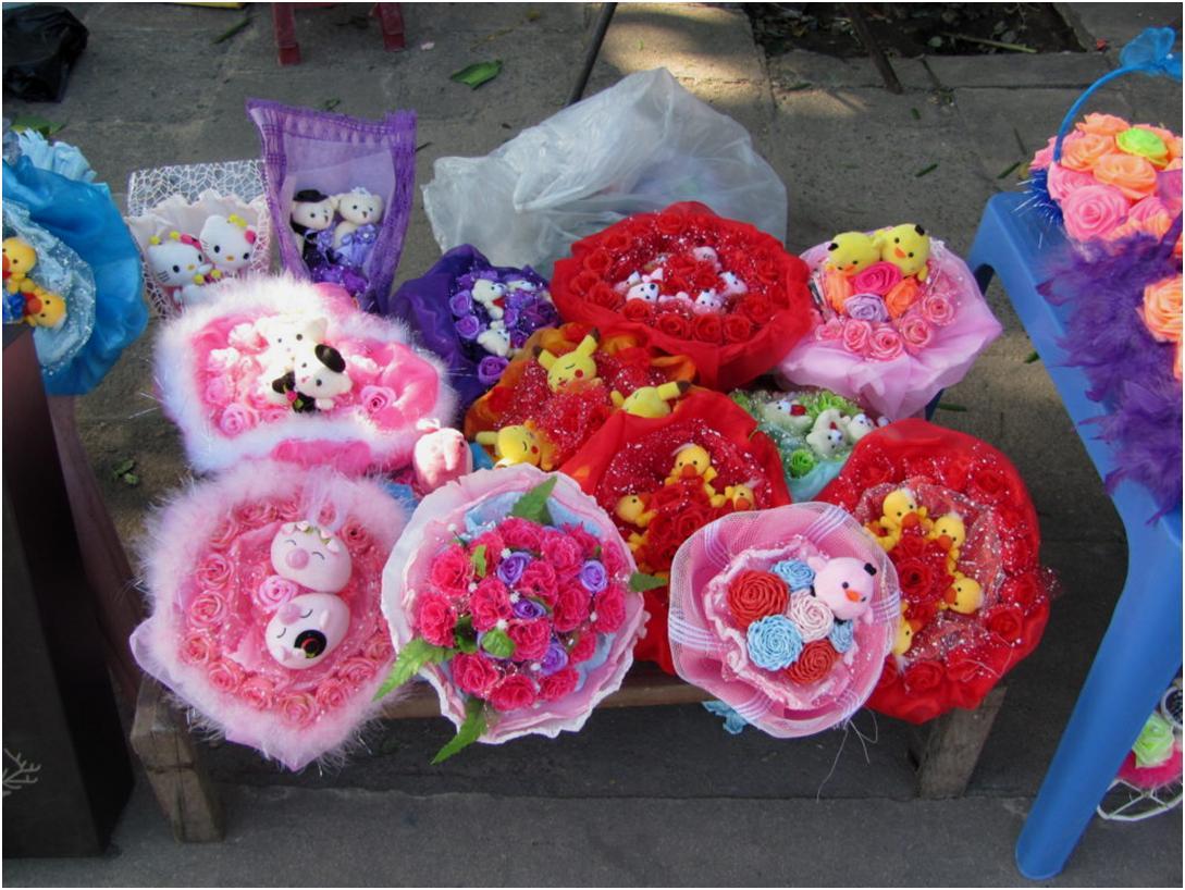 Букеты из цветов и плюшевых игрушек