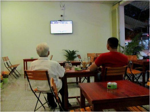 Футбол в кофейне, Нячанг, Вьетнам
