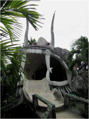Выход из Лабиринта в виде головы Дракона, пагода Từ Vân, Камрань