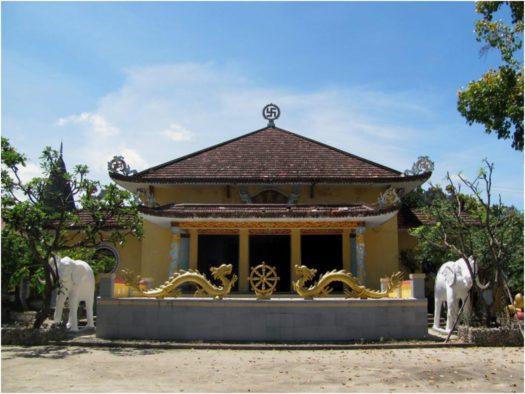 Храм на территории Từ Vân в Камране