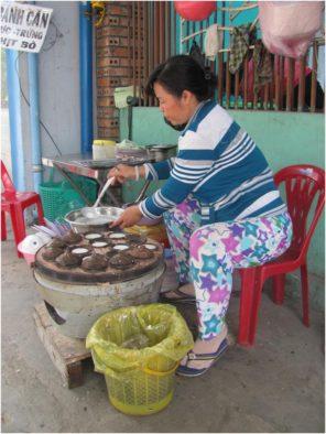 Приготовление бань кан (bánh căn), Нячанг