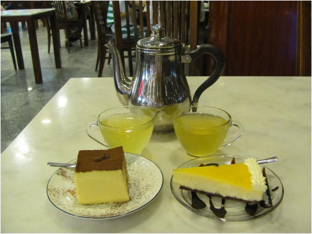 Тирамису и чизкейк в Natural Chocolate, Нячанг