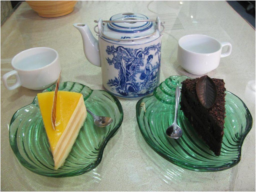 Пирожные в малом филиале May bakery, Нячанг