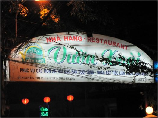 Вывеска ресторана Vườn Xoài, Нячанг