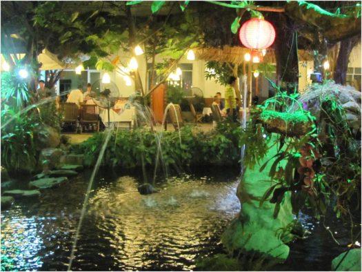 Фонтаны в ресторане Vườn Xoài, Нячанг
