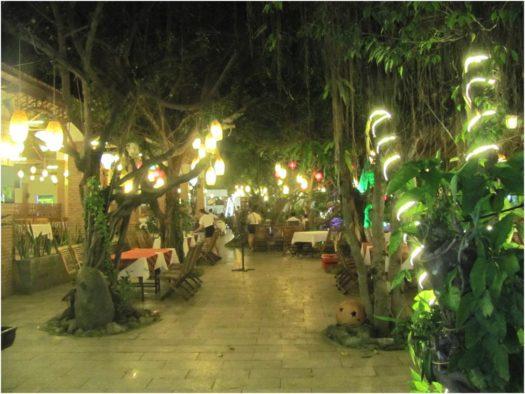 На территории ресторана Vườn Xoài, Нячанг