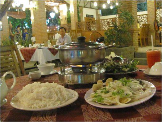 Лау с морепродуктами в Vườn Xoài, Нячанг