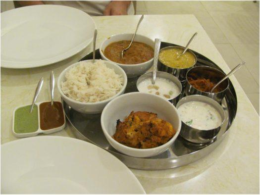 Куриный тхаали в Yashoda Indian Restaurant, Нячанг