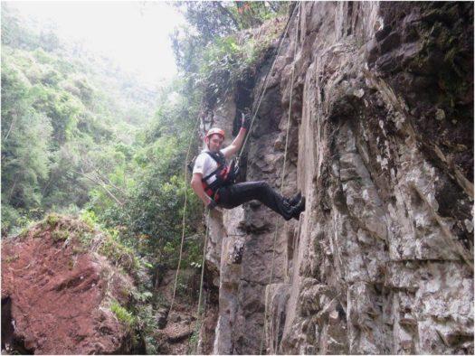 Спуск по скале, каньонинг, Далат, Вьетнам