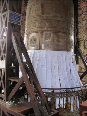 Колокол, исполняющий желания, в пагоде Линь Фыок, Далат, Вьетнам