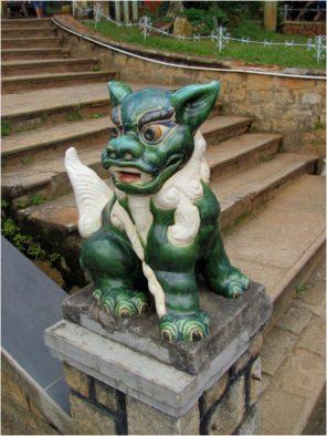 Нге - гибрид единорога и собаки - в Чук Лам
