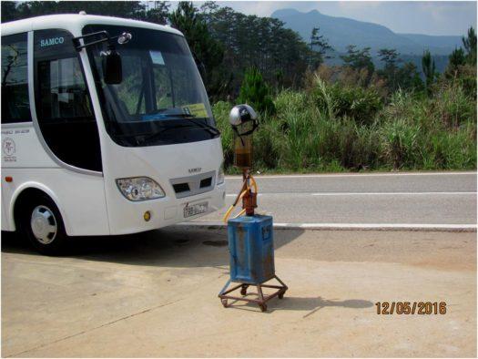 Бензозаправка для мотобайков по пути в Далат, Вьетнам