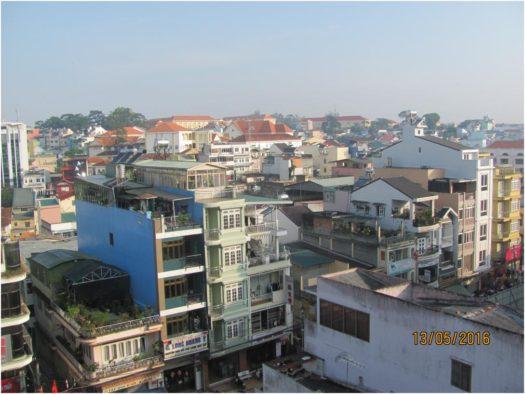 Утро в Далате, вид из окна отеля Phuong Hanh II, Вьетнам