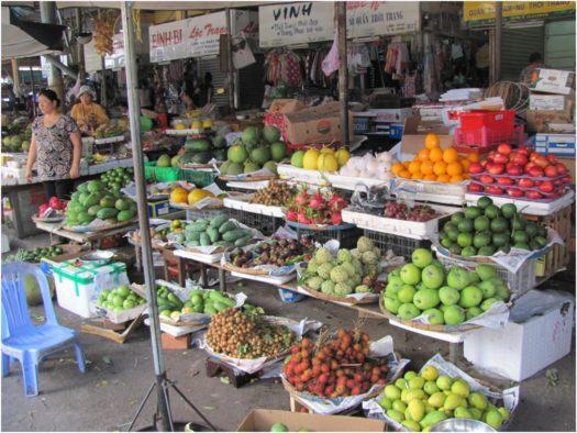 Фрукты в Нячанге на рынке Сом Мой