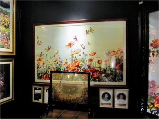 Шелковые картины в филиале галереи XQ, Нячанг