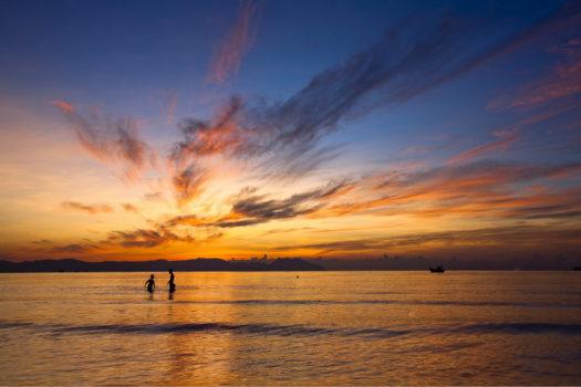 Закат на пляже в отеле GM Doclet Beach Resort