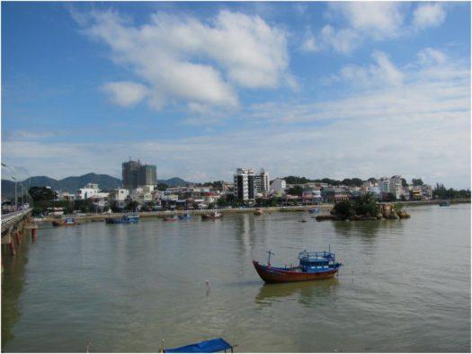 Вид на север Нячанга