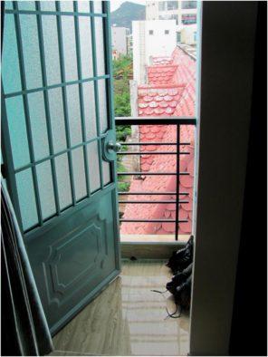 Балкон в апартаментах 12/10 Ngo Quyen в Нячанге
