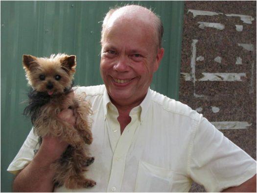 Иностранец с собачкой в Нячанге