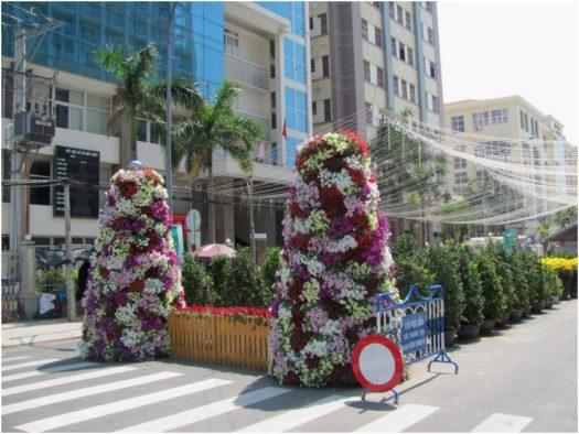 Цветочные инсталляции на улицах Нячанга