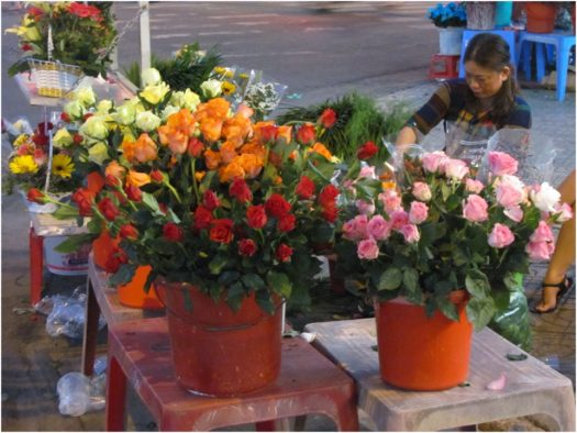 Цветы на улицах Нячанга 8 Марта