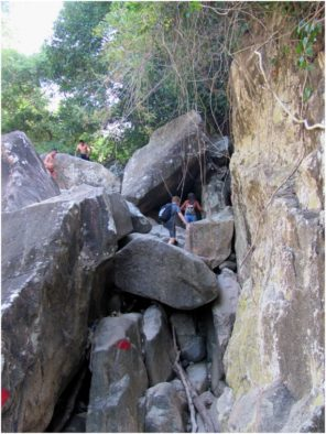 Валуны на водопадах Бахо