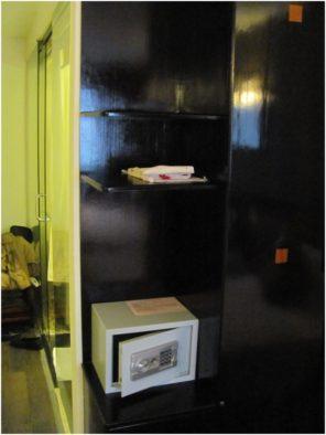 Сейф в номере отеля Барселона в Нячанге