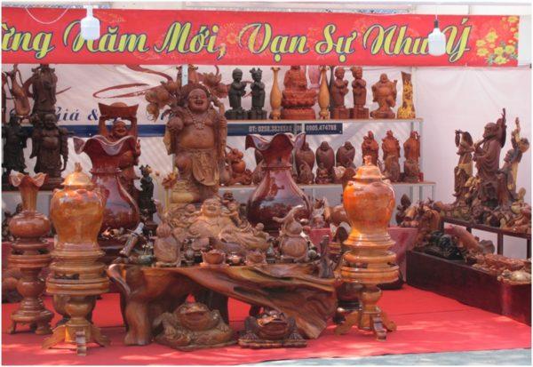 Деревянные скульптуры перед вьетнамским Новым годом