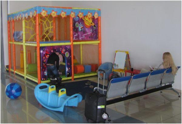 Детский уголок в аэропорту Владивостока
