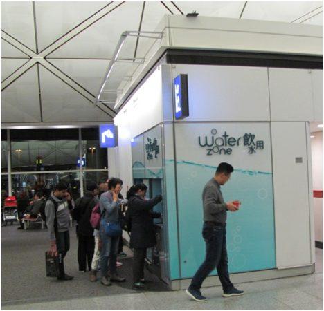 Автомат с бесплатной водой в зоне вылета аэропорта Гонконга