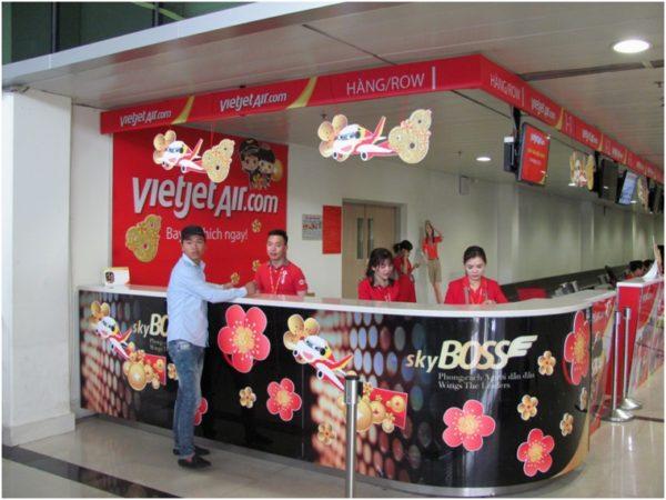 Стойка VietJetAir в домашнем терминале аэропорта Хошимина