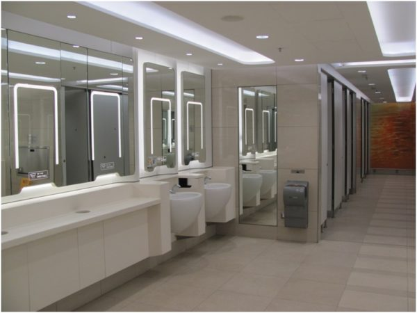 Туалет в аэропорту Гонконга